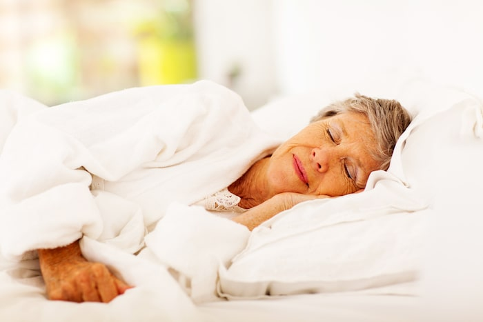 anciana durmiendo